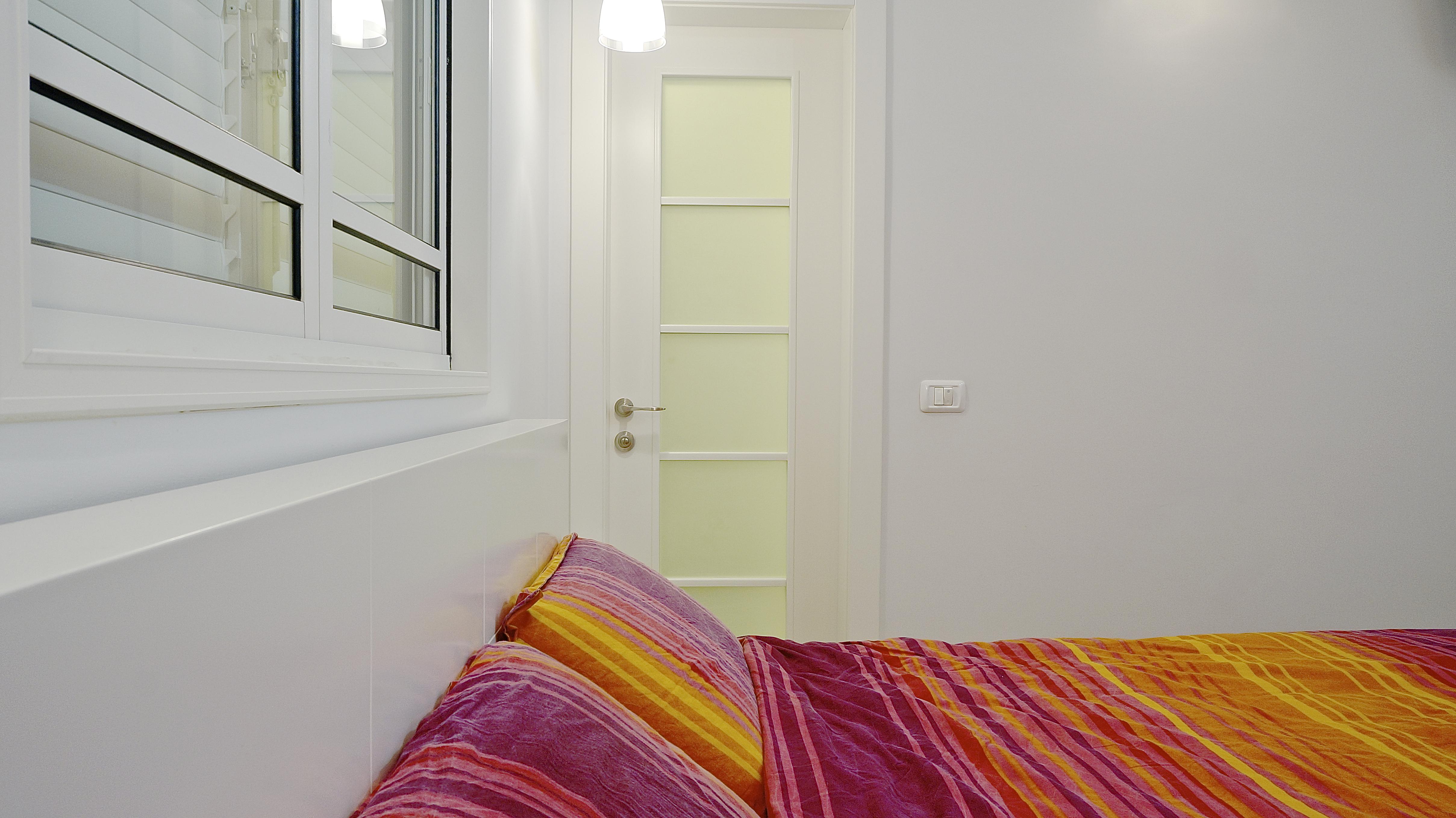 דלת פנים בחדר השינה