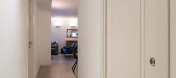 דלתות אקוסטיות במסדרון הבית
