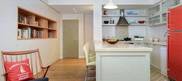 דלת פנים בכניסה למטבח מודרני