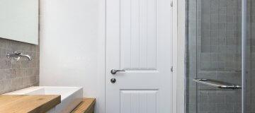 דלת פנים עמידה במים להשלמת עיצוב המקלחת