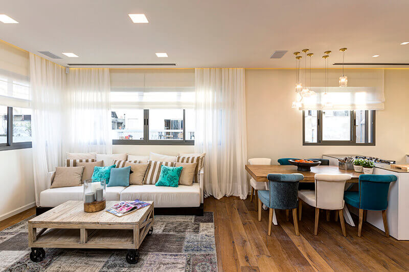 עיצוב מודרני של הסלון ופינת האוכל