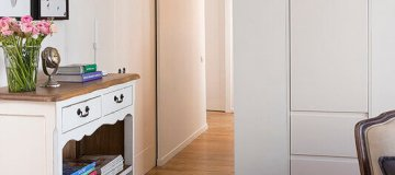 שילוב דלתות פנים מעוצבות בגירה בסגנון רטרו
