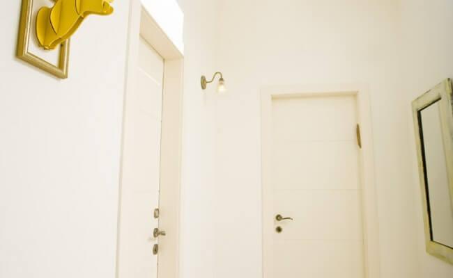 דלתות פנים בכניסה לחדרי שינה